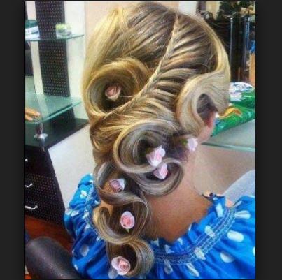 peinados-con-trenzas-para-quinceañeras-con-adornos.png (403×401)
