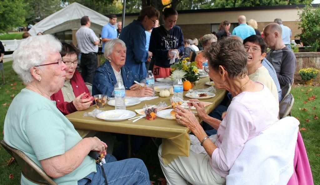 Heartland Health Care Center hosts Fall Harvest