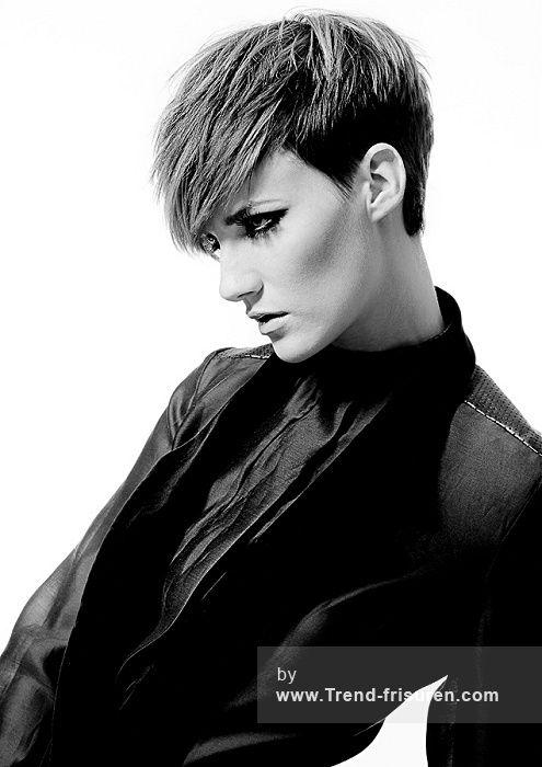 HAIR ASSOCIATES Kurze Braun weiblich Gerade Farbige Rasiert Seiten Frauen Haarschnitt Frisuren hairstyles