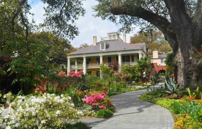 Azaleas in bloom at Houmas House - click to learn about all the blooming gardens perfect for touring in Louisiana #plantations #gardens #onlylouisiana