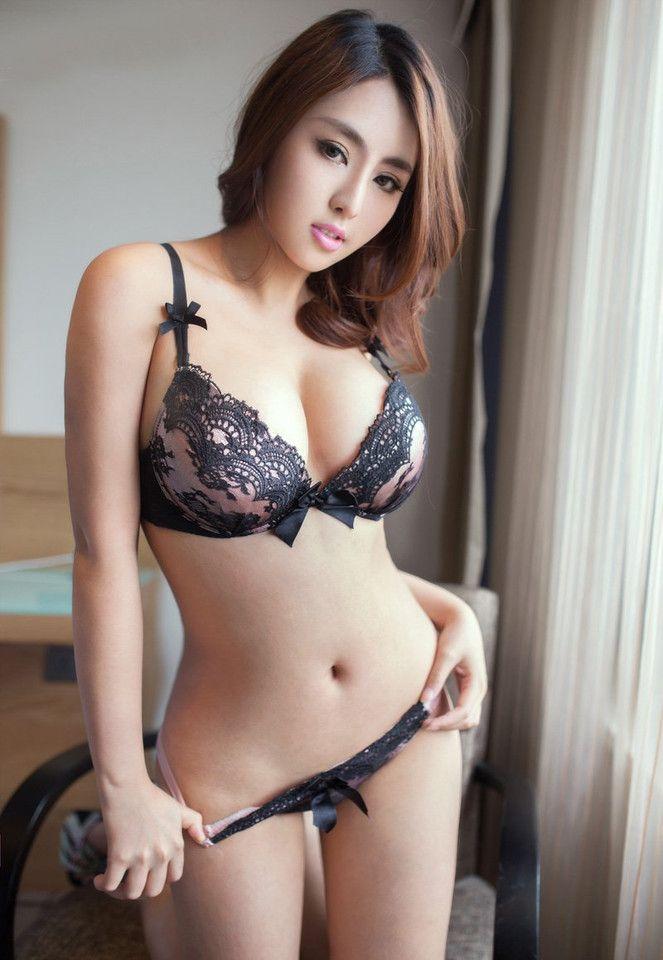 Beach boob girl topless