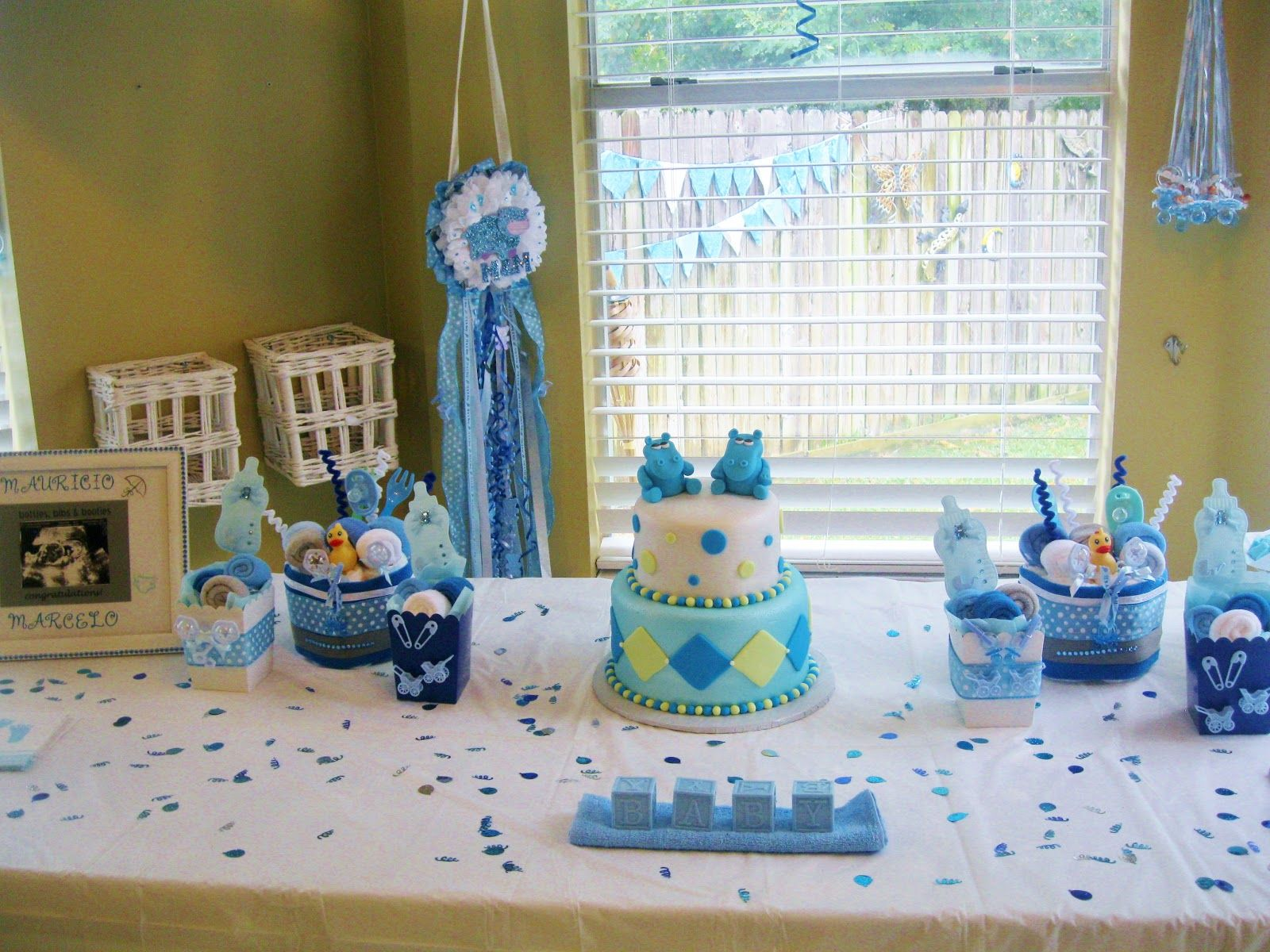 How to set baby shower themes twin boys boy baby for Baby shower decoration online
