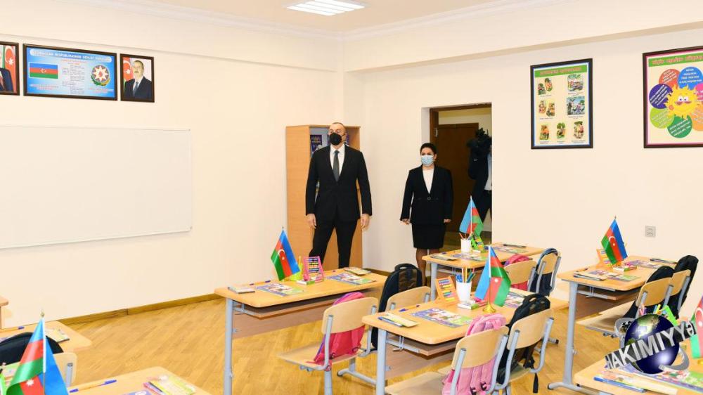 Prezident Ilham əliyev Sabuncu Və Suraxani Rayonlarinda Yenidən Tikilən Məktəblərdə Yaradilan Səraitlə Tanis Olub In 2021 Home Decor Furniture Decor