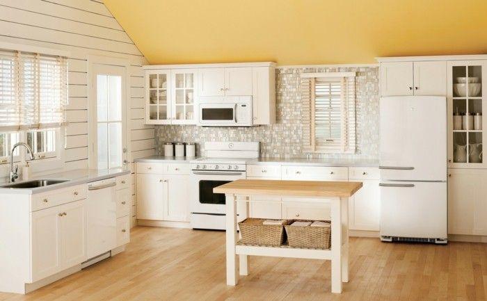 kueche dachschraege gelbe akzente holzboden stauraum ideen Küche - ideen für die küche