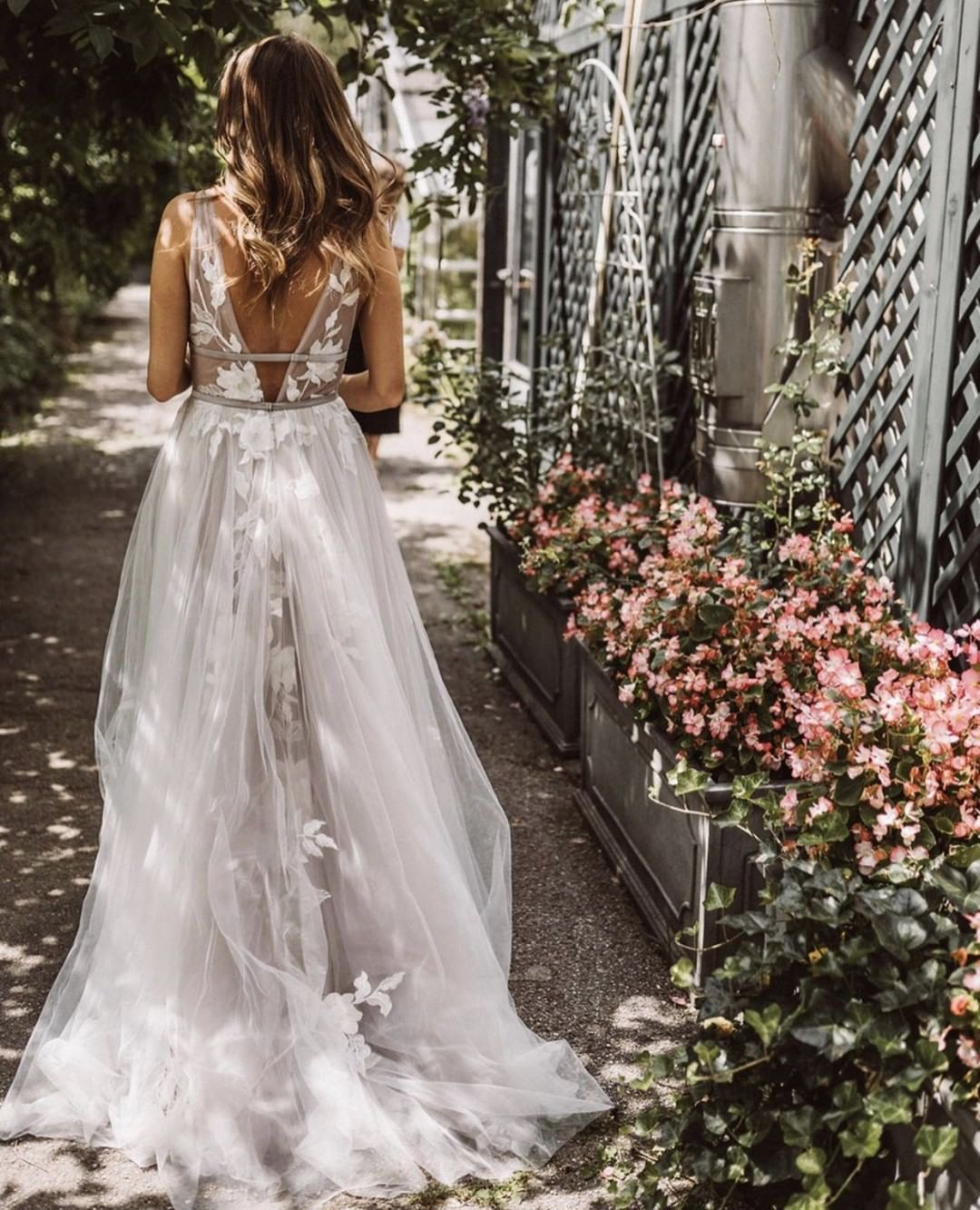 Willowby By Watters Hearst Gown Wedding Dresses Hippie Custom Wedding Dress Royal Wedding Dress [ 1333 x 1080 Pixel ]