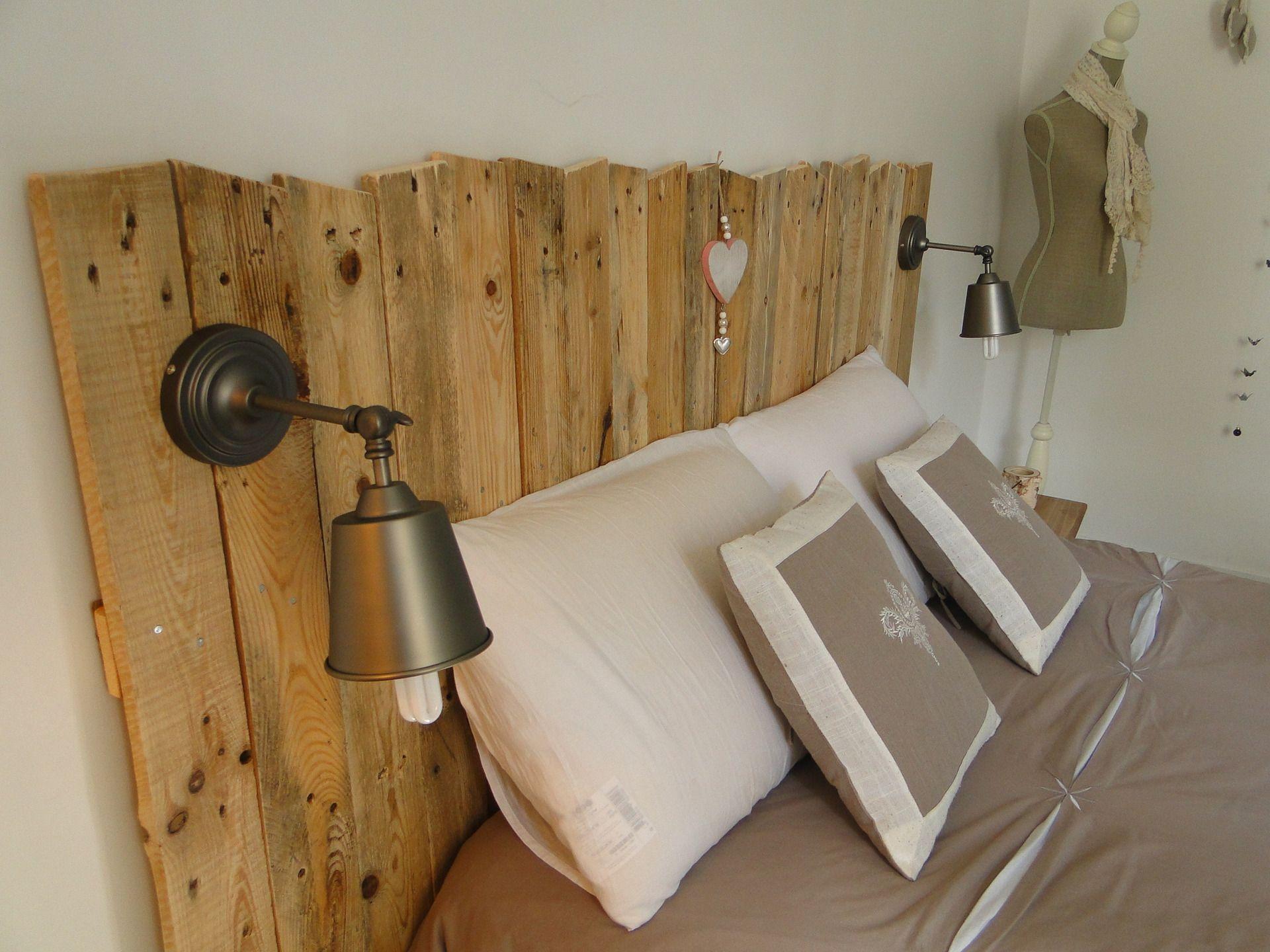 tete de lit en bois avec luminaires