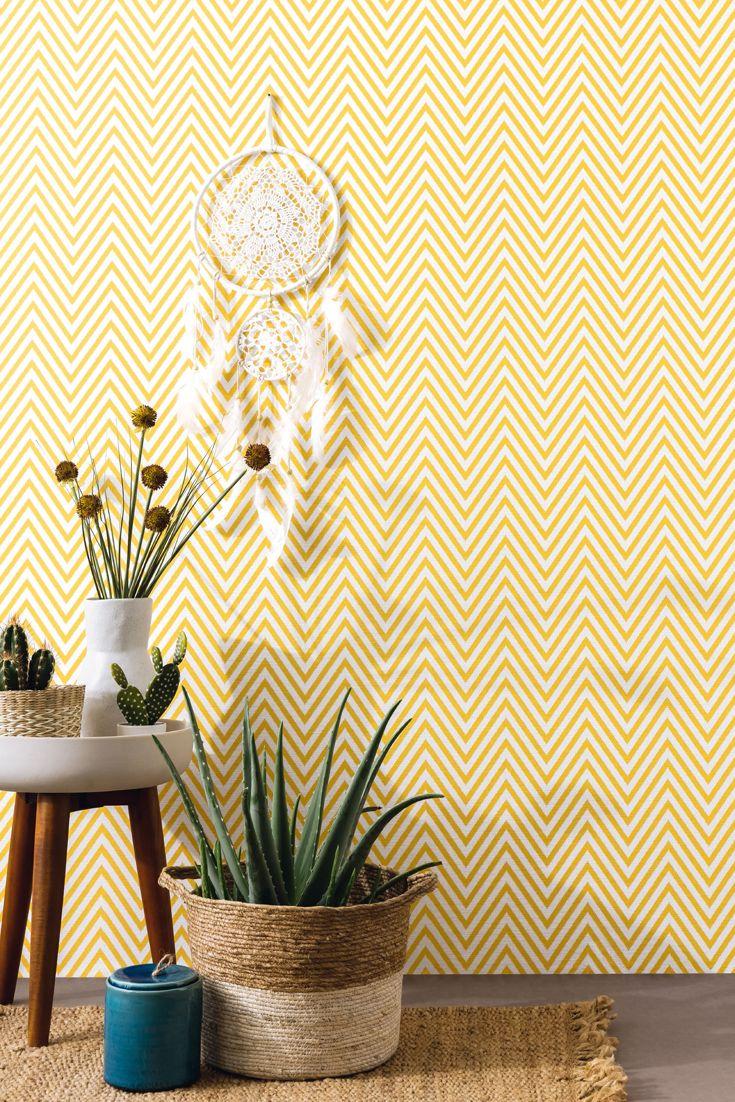 Tapete Camille Gelb Sommerliches Flair Mit Der Zick Zack Tapete In Sattem Gelb Zickzack Zigzag Wandgestaltung Leinen Graf Tapete Gelb Tapeten Gelbe Tapete