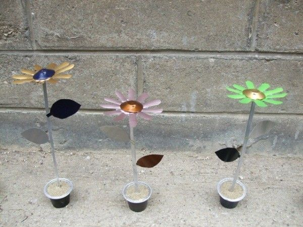 Nespresso Caps Upcycled Into Flowers Recycled Art Recycled Art Projects K Cup Crafts