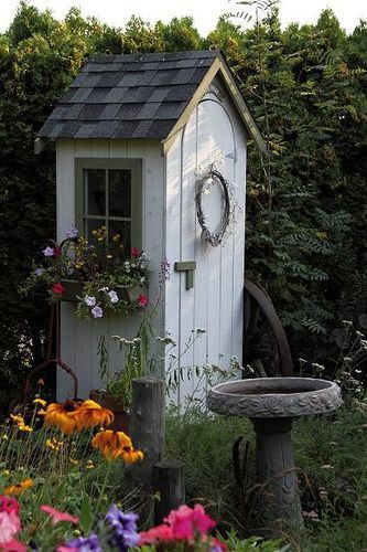 "A garden tool shed......neee!!!! 'n vreeslike oulike ""buite"" toilet Long drop"