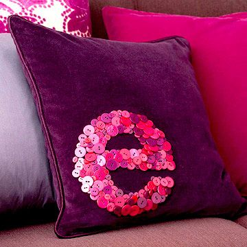 buttons on a cushion...this needs to be done w/ an L, actually I should make 2 matching ones for both us L's