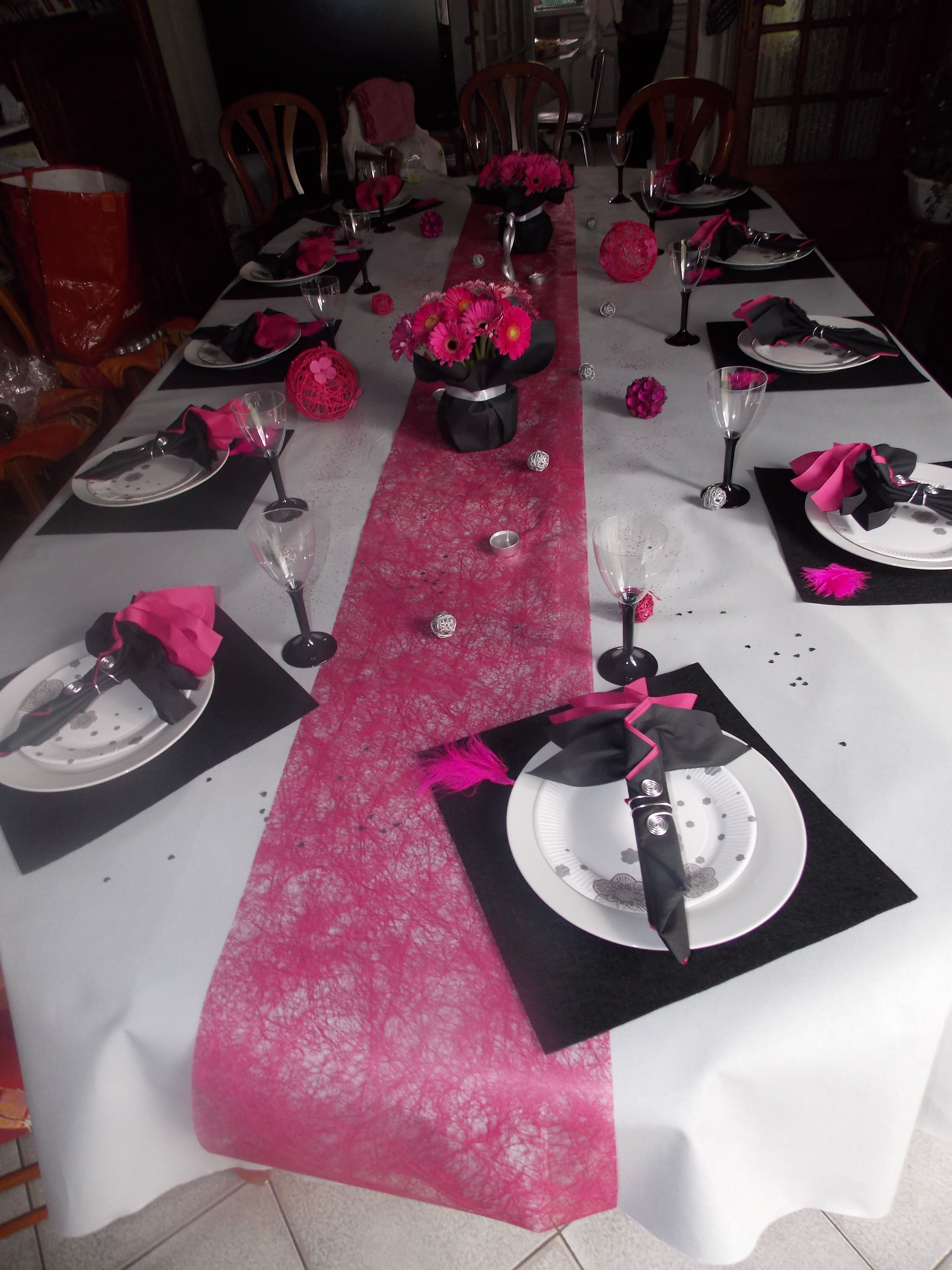 d co noir et fushia d co de table decoration table. Black Bedroom Furniture Sets. Home Design Ideas