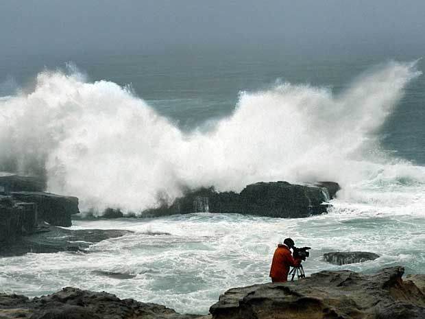 Big waves arrive in Wakayama Prefecture, in central Japan (Photo: Kyodo News / AP Photo via)