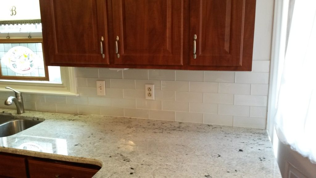 Best Colonial White Granite Counters With 3X8 Glass Arctic 400 x 300