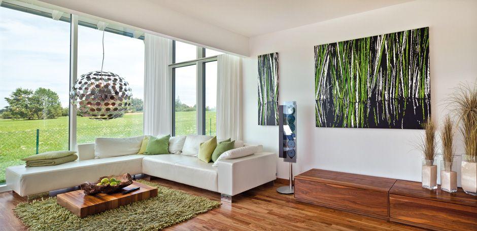 Wohnzimmer mit Ausblick und dunklen Fliessen im modernen ...