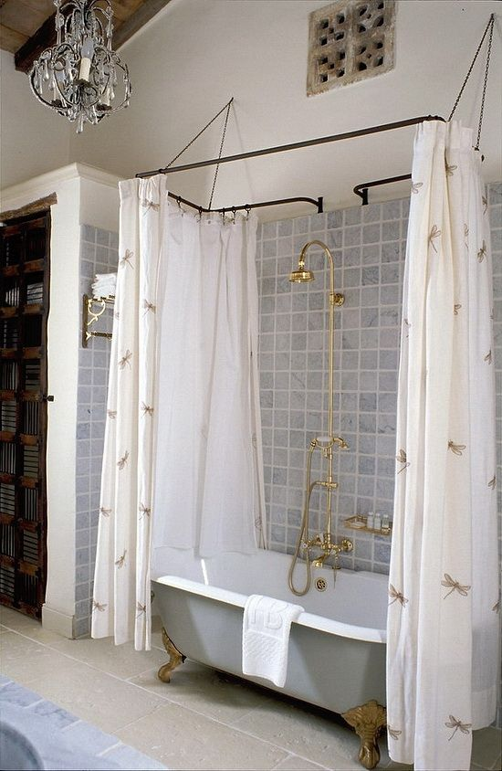 Otel Vo Francii In 2020 Upstairs Bathrooms Clawfoot Tub Shower