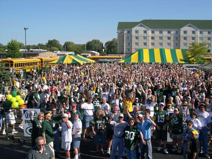 Brett Favre S Steakhouse Green Bay Gameday Tailgating Green Bay Green Bay Packers Game Green Bay Packers