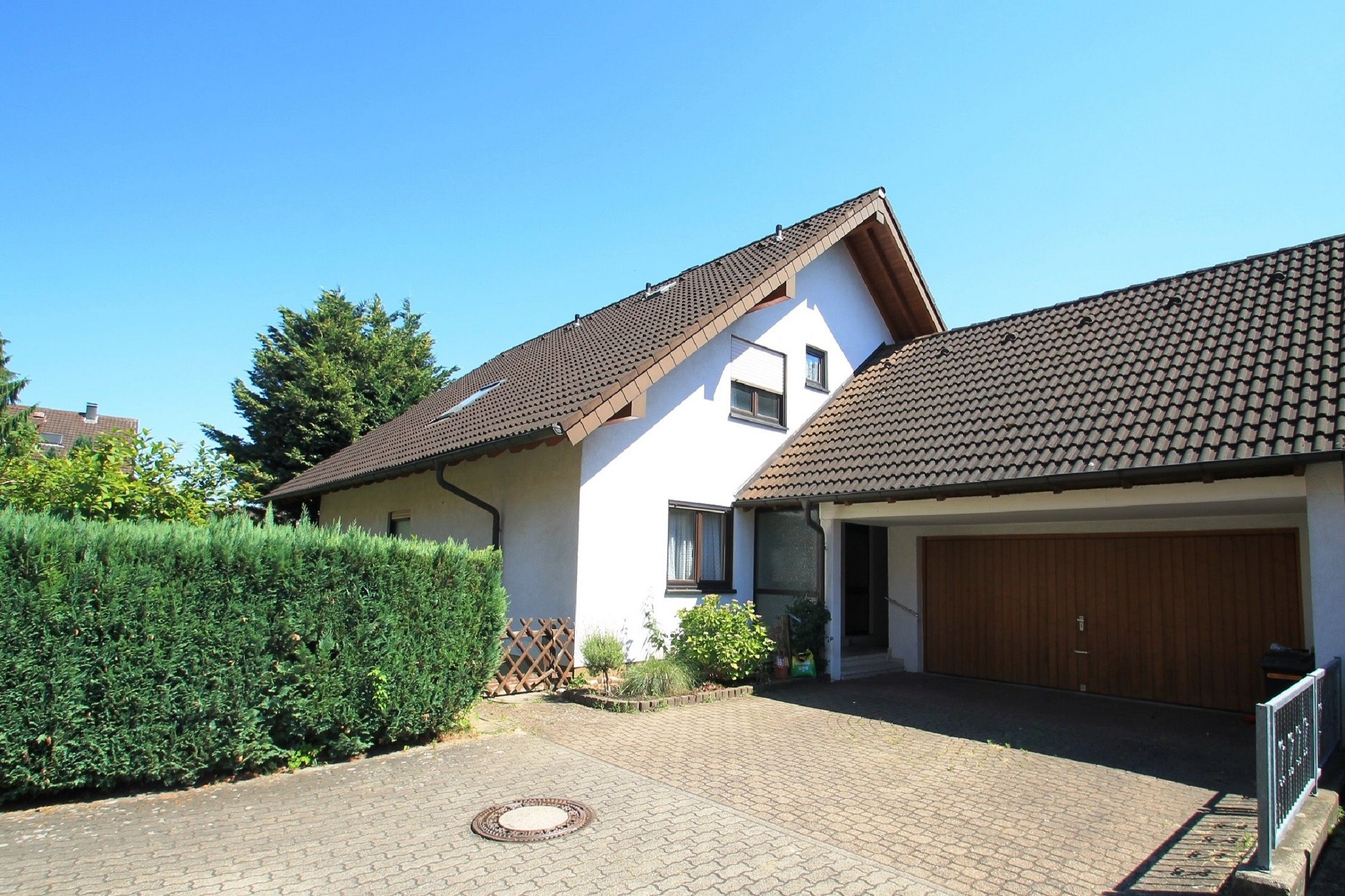 Großzügiges Zweifamilienhaus in KarlsruheGrötzingen die