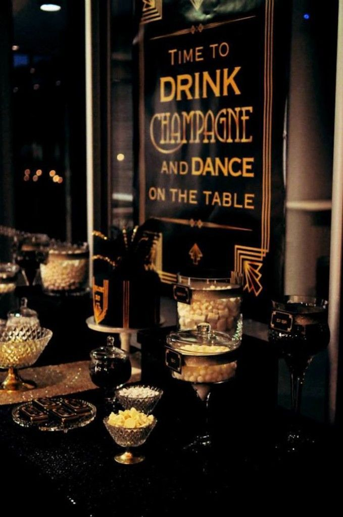 Great dessert table at a Great Gatsby party The ideal colors Loved