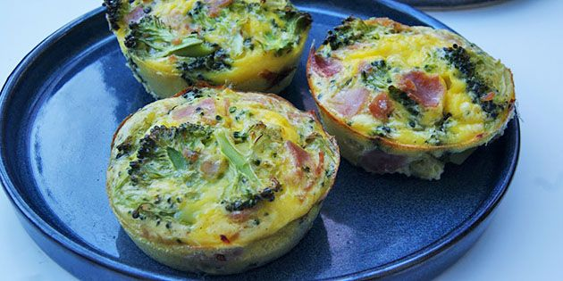 Super enkle og sunde æggemuffins med skinke og broccoli. Perfekt til morgenmad, brunch eller frokost.