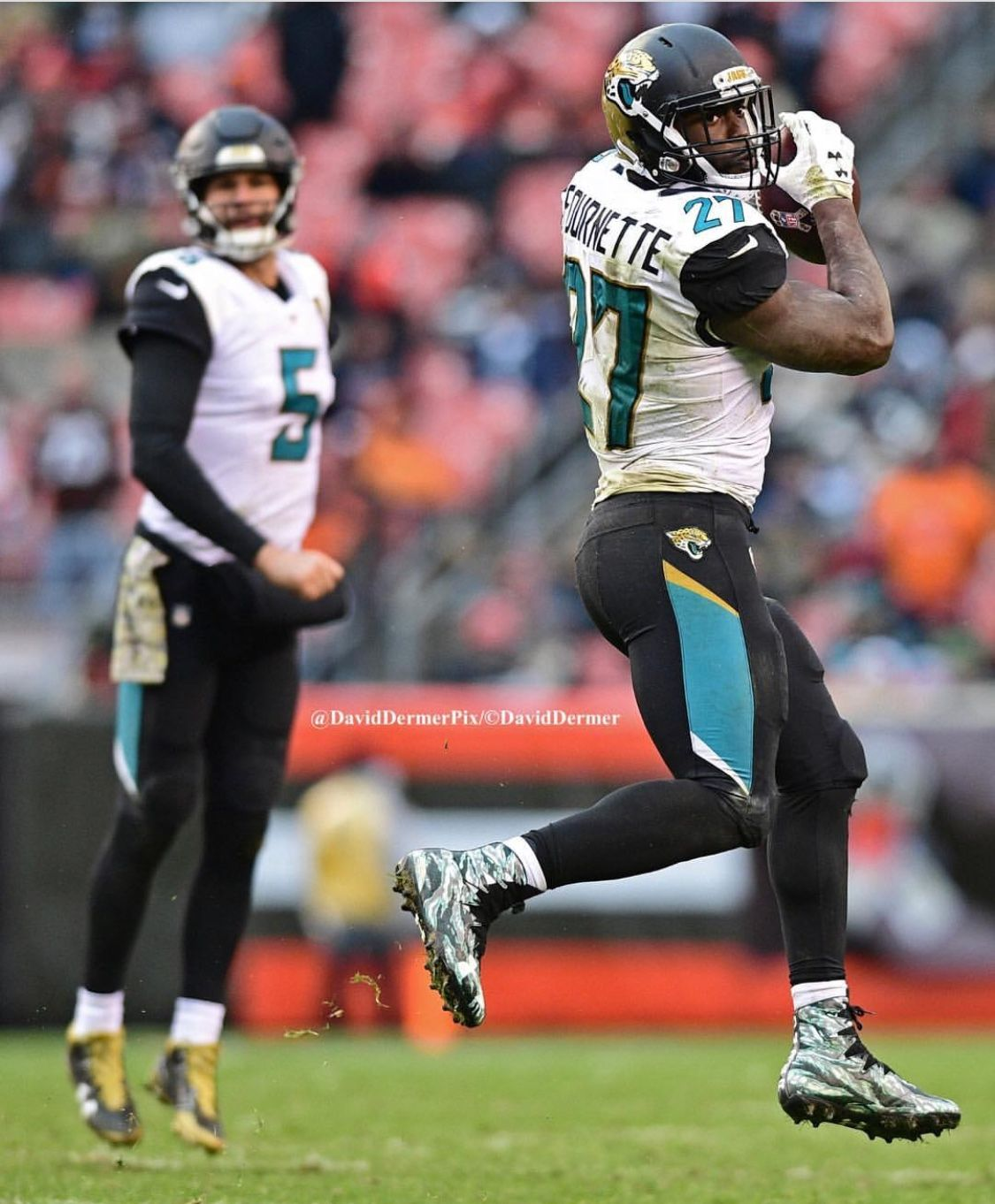 Leonard Fournette Catching A Ball Out The Back Field From Blake Bortles Jacksonville Building Something Nice American Football Blake Bortles Jacksonville