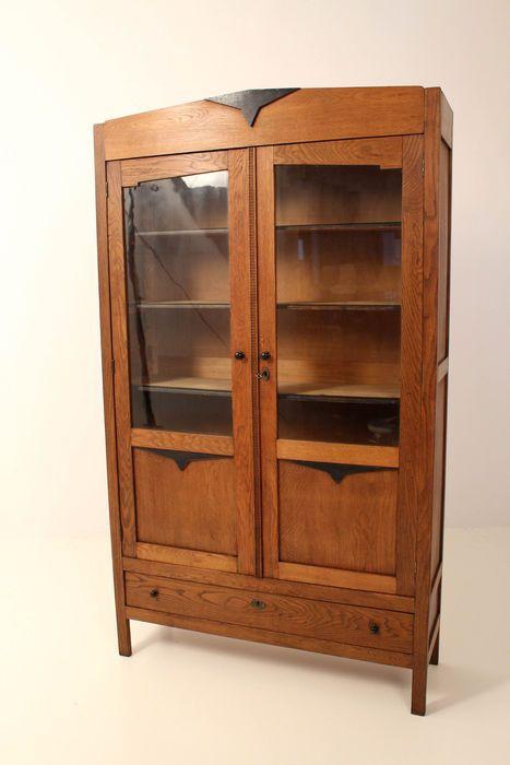 Eikenhouten Amsterdamse School boekenkast uit de jaren 20 met ...