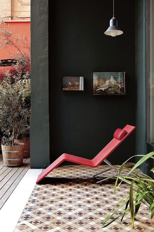AphroChic: Modern Black Outdoor Walls. Patio. Terrace. Modern. Lounger. Design. Decor.