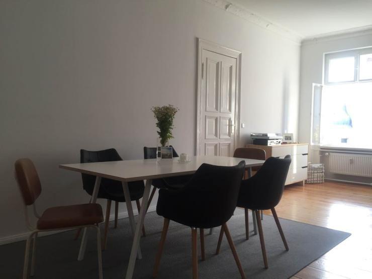 Schön Schlichtes, Minimalistisch Eingerichtetes Esszimmer In Berliner  Altbauwohnung #Berlin #Esszimmer #Altbau