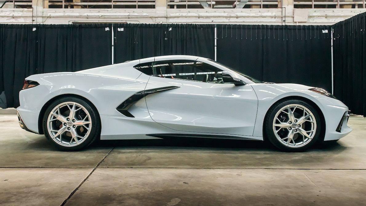 Waarom Heeft De Chevrolet Corvette C8 2020 Zijn Motor Verplaatst Motortrend In 2020 Mit Bildern Corvette Cabrio Chevrolet Corvette Konzeptfahrzeuge