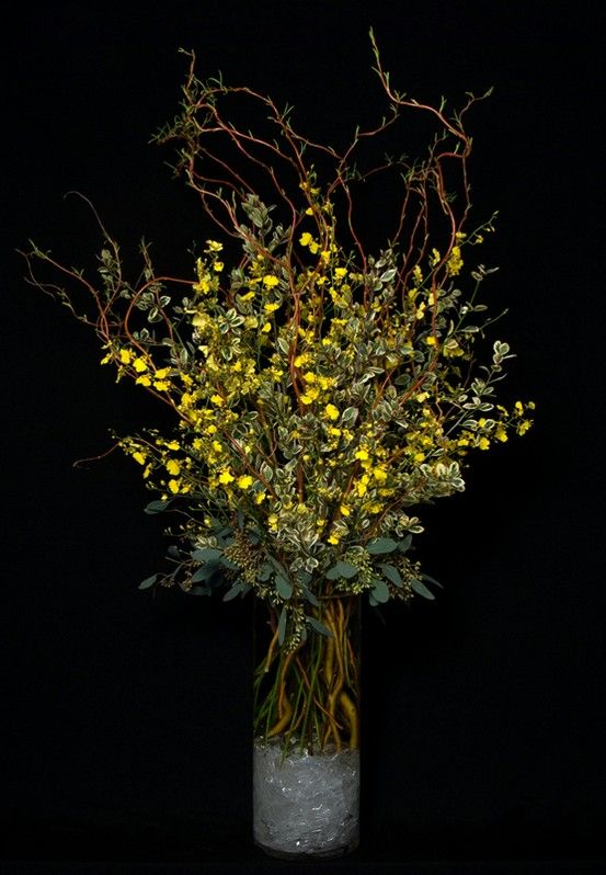 This Is A Floral Arrangement That Features Yellow Oncidium Orchids And Curly Willow Branches See Our Entire Selection At Www Starflor Com To Purchase Any 꽃꽂이