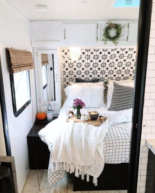 Stunning Renovations Ideas For RV Happy Camper 32