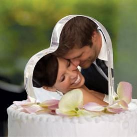 Attractive Wedding Cake Toppers - The bride and the groom should pay special attention to wedding cakes and toppers because they are amongst the major highlights of your wedding.
