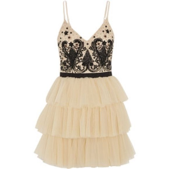 ❤️Alice + Olivia Beaded black and beige❤️ Fabulous Black and Creme bleaded Alice + Olivia as seen on general hospital bought from an outlet store so no exact size believed to be about a size 4 pictures do not do this dress justice so much prettier in person! Pet free smoke free home no trades!! Alice + Olivia Dresses