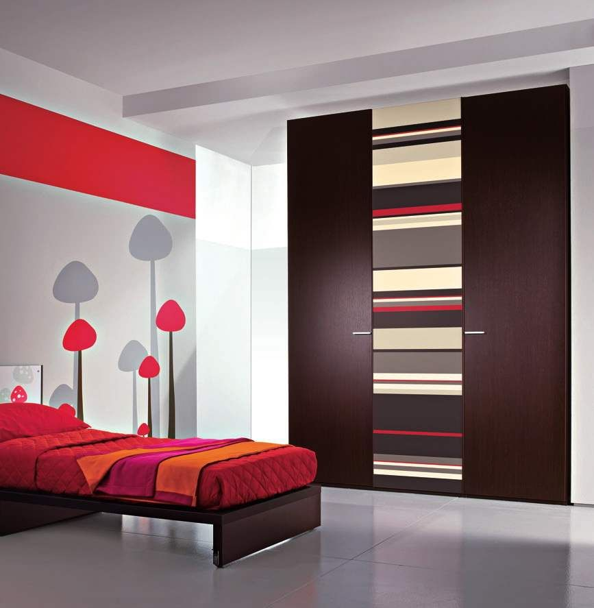 Awesome bedroom interior design with simple closets design for Simple interior design for bedroom