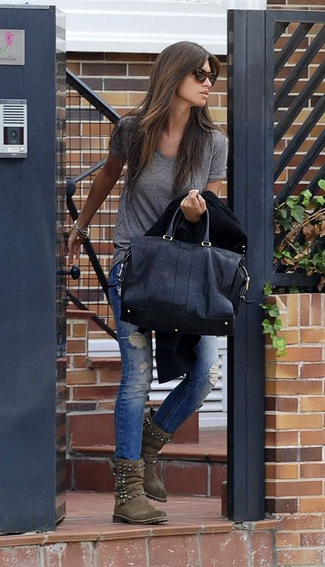 Sara Carbonero, la reina del estilo # grey T, jeans and rocking boots