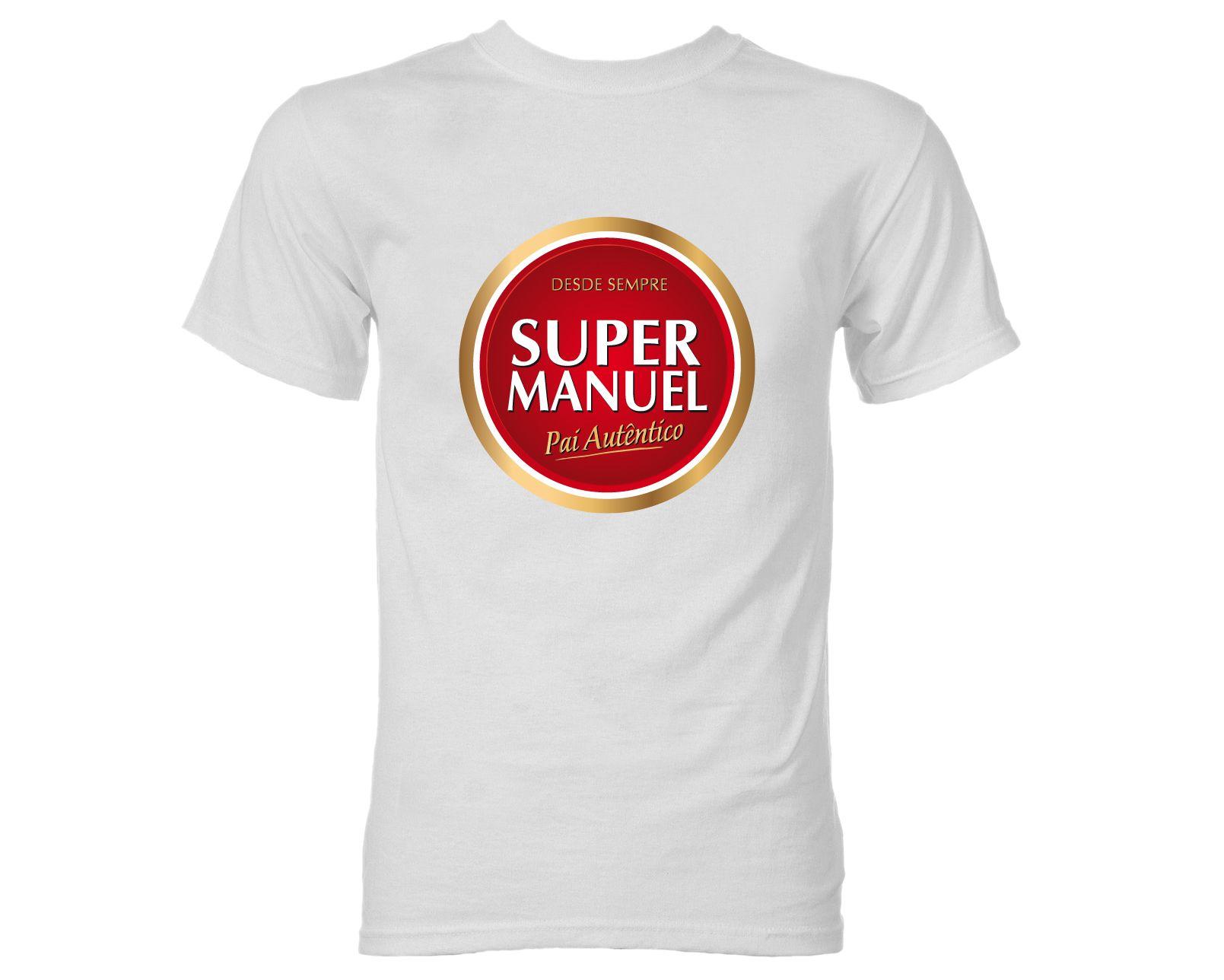 """PODE ESCOLHER O SEU PRÓPRIO NOME NESTA T-SHIRT Este Dia do Pai apresentamos a nova t-shirt Super Dia do Pai. Com um toque de humor que não deixará nenhum pai indiferente. Esta t-shirt é personalizável no nome sendo possível, após a encomenda, informar-nos por email, juntamente com o número da encomenda, de qual é o nome que deseja ver gravado no lugar de Manuel.Esta é uma T-shirt """"Fresquinha"""" que sabe bem com tremoços e que todo o pai irá adorar."""
