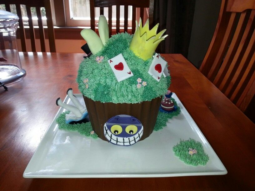 Alice in Wonderland giant cupcake
