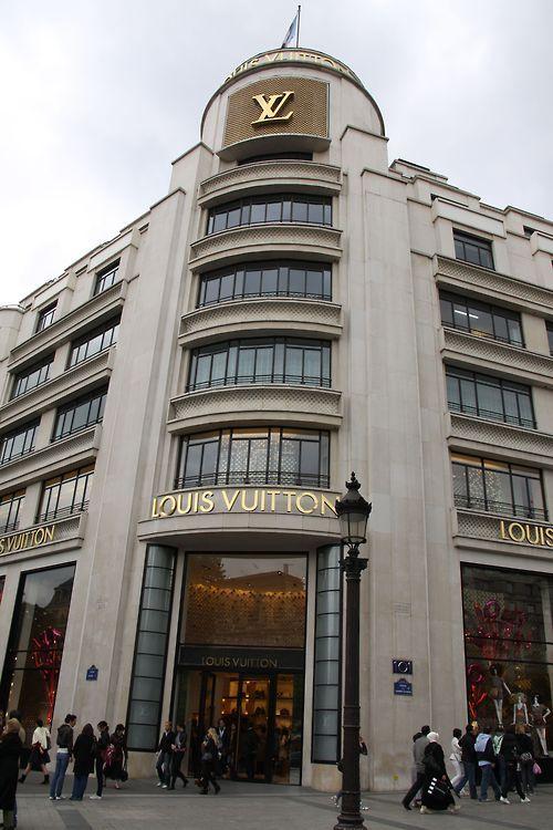 c97cecc2d5270 Louis Vuitton store Avenue des Champs-Élysées. | Such a GLAMOUR Girl ...
