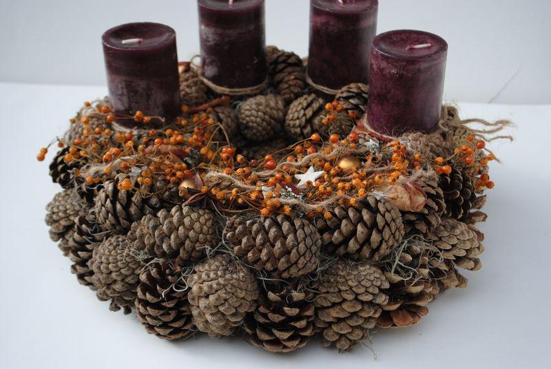 adventskranz weihnachtskranz aus zapfen von blumen. Black Bedroom Furniture Sets. Home Design Ideas