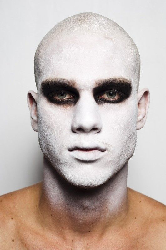 All around regular masking makeup with dark circle eyes Heavy metal - maquillaje de vampiro hombre
