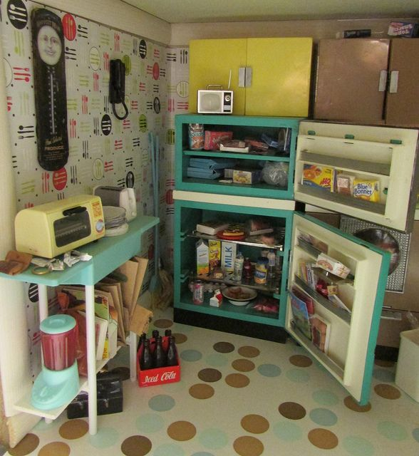 The doll's house of my friend. I wanted to see it in a refrigerator.