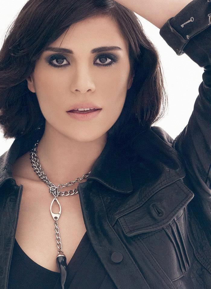 Sukran Ovali Turkish Actress Turkish Beauty Beautiful Celebrities Turkish Culture