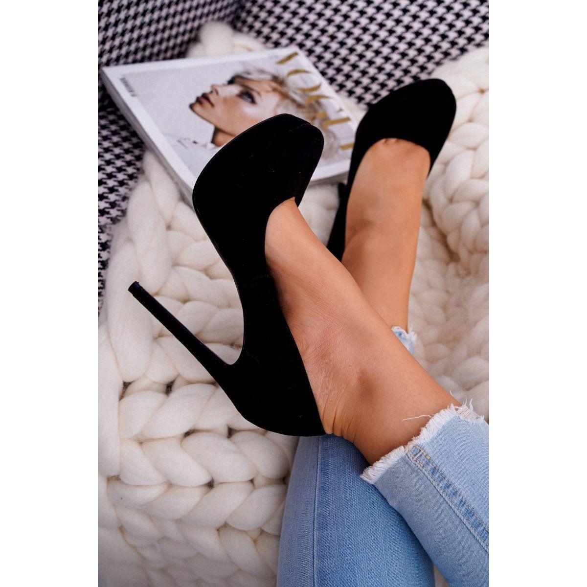 Pin By Arti Arku On Ariadna Majewska Miniskirt Outfits Fashion Beautiful Legs