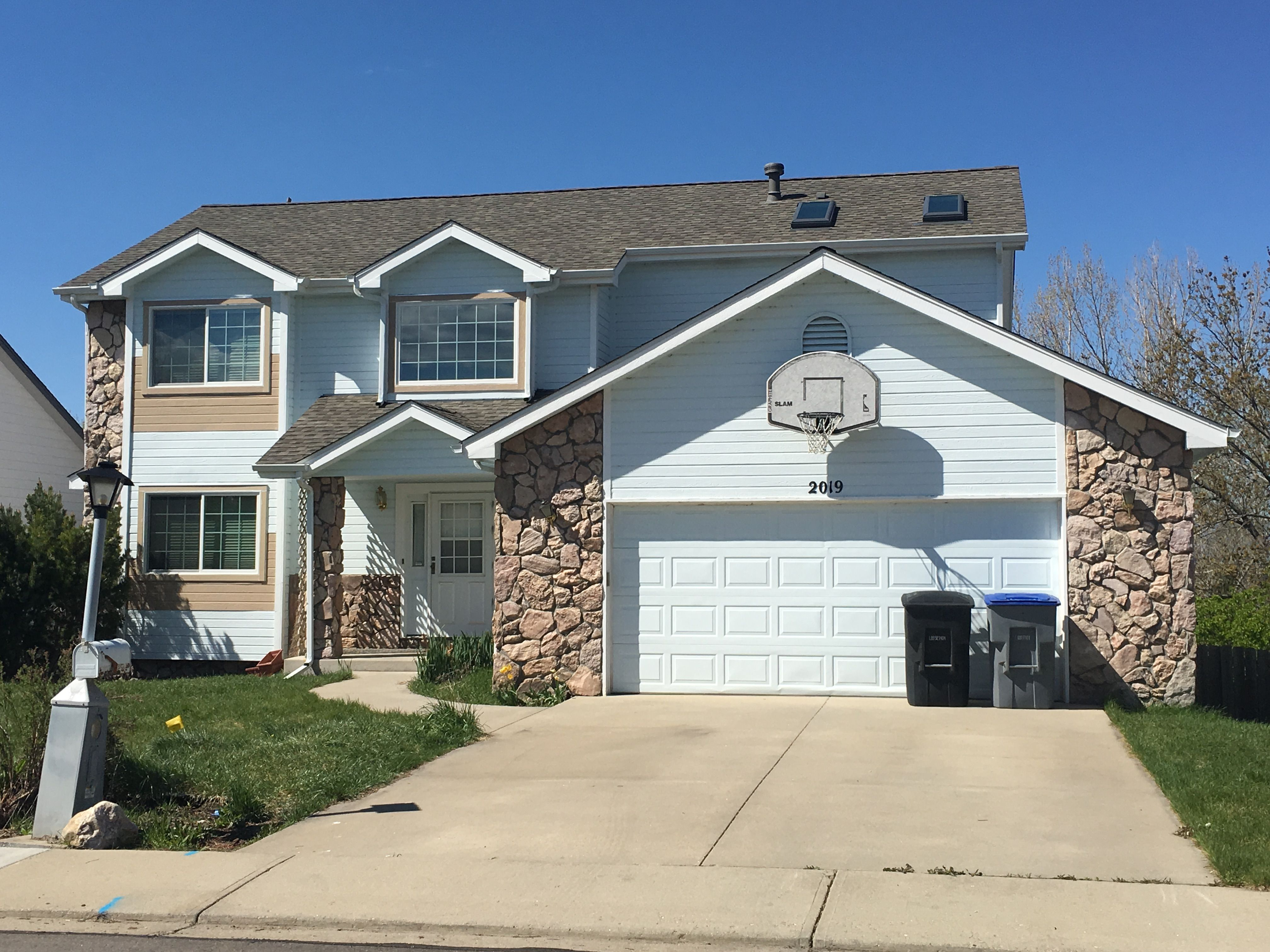 Best This Home In Longmont Has Weathered Wood Colored Shingles 400 x 300