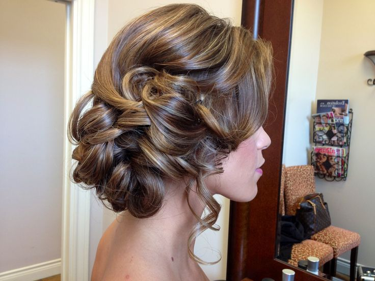 Top 20 Fabulous Updo Wedding Hairstyles: (20) Wavy Wedding Hairstyle For Medium Hair