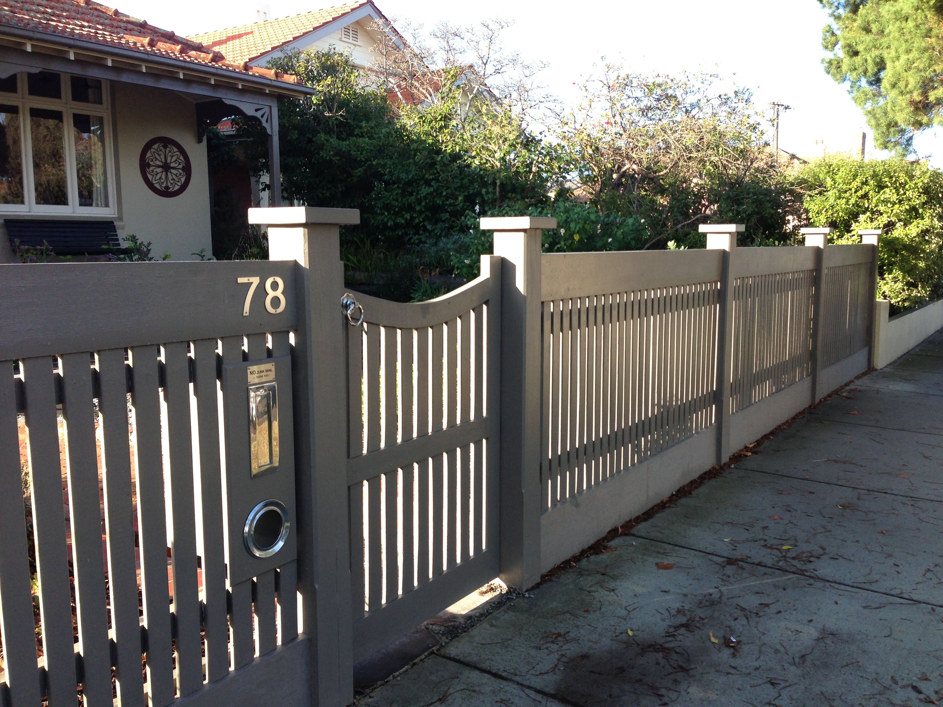 Heavy Colonial Or Heritage Style Fence With A Bulky And Sturdy Construction Front Yard Fence Ideas Curb Appeal Front Yard Fence Wood Fence Design