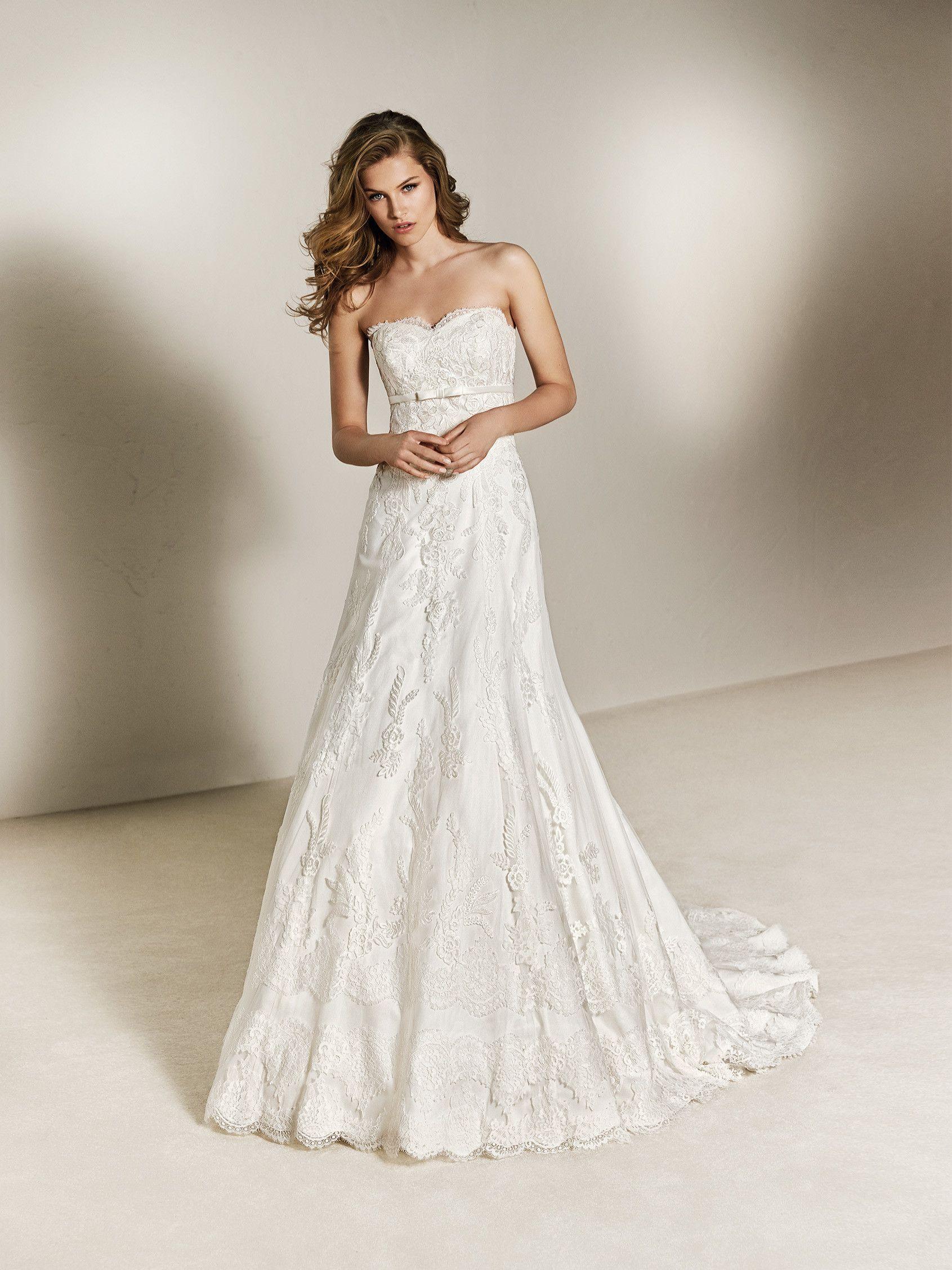 152cf346c Charlene  Vestido de novia princesa con lazo bajo el pecho. Coleccion 2018  Pronovias