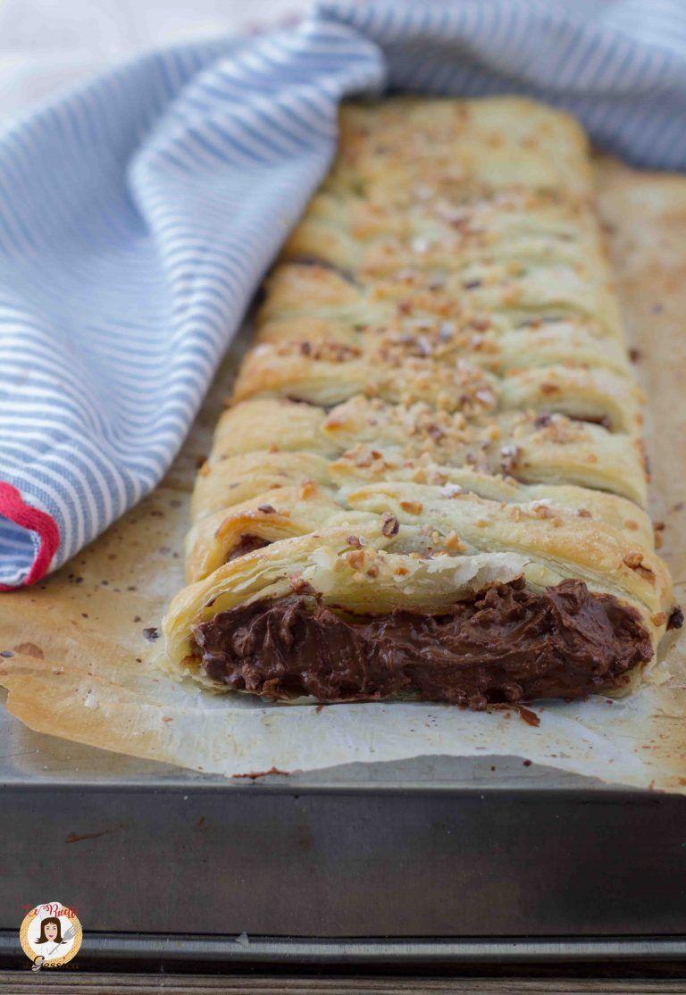 Ricette Uovo Kinder Avanzato.Treccia Di Pasta Sfoglia Con Cioccolato Delle Uova Di Pasqua Avanzato Nel 2021 Ricette Cibo Dolci Uova