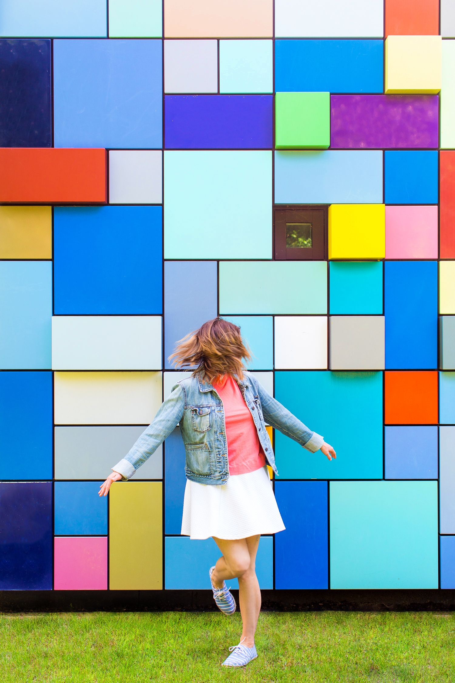 bold pop your guide to colorful walls houston tx on best color for studio walls id=80583