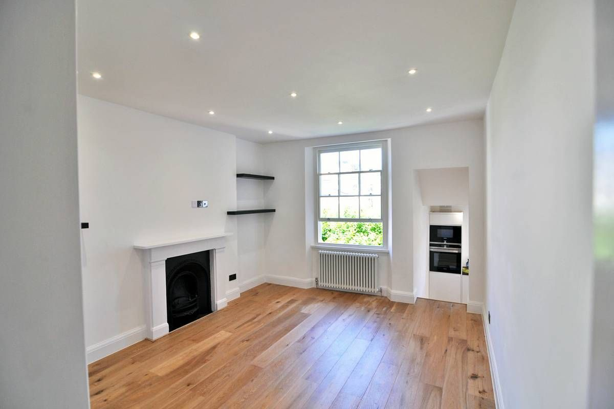 A charming second floor two double bedroom apartment with parking in a fantastic area between Kensington High Street and Notting Hill available now Furnished or Unfurnished. The flat comprising of a...