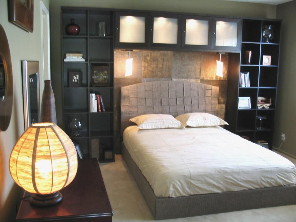 I love this headboard bookshelf idea if only we didn 39 t - King size headboard ideas ...